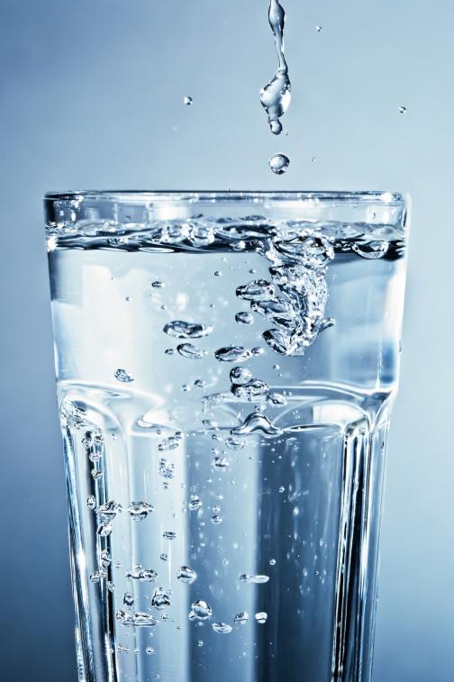 Sauberes klares Wasser im Glas